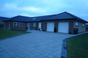 Opførelse af nybygget hus.